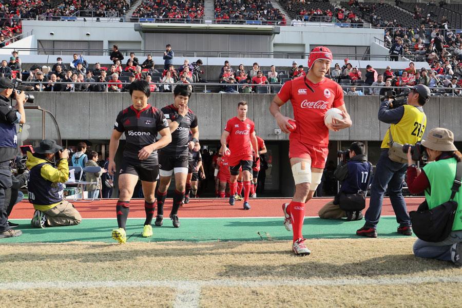 昨季入替戦でのNTTドコモとコカ・コーラ。それぞれの立場からカップ戦で再スタートを切るphoto by Kenji Demura